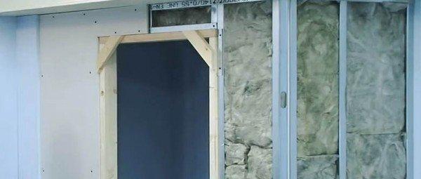 Construyendo un tabique de yeso laminado Pladur: El aislamiento